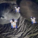 Δείτε την πτήση της Red Bull Skydive team πάνω από ενεργό ηφαίστειο!